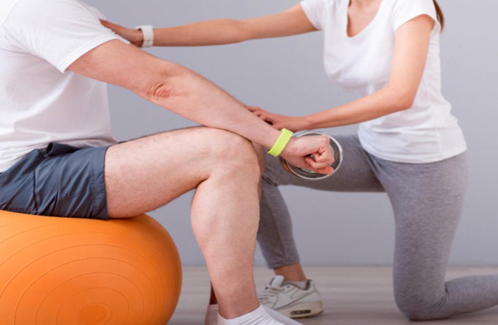 ejercicio-terapeutico-en-clinica-de-fisioterapia-duque